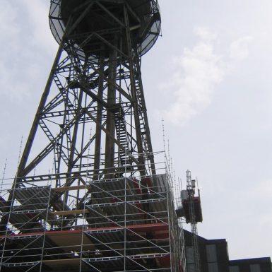 Arbeitsgerüst zur Sanierung eines Wasserturms